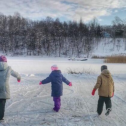 Ledo čiuožykla ant ežero